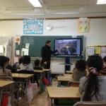 国際理解学習:外国人学生が新発田市内の小学校で一日先生に。