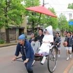 卒業生の花嫁行列を実施、新発田朝市十二斎市