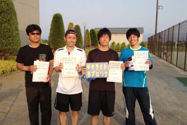 優勝した高山さん(左から3人目)