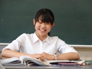 教育実習で授業をする石田さん