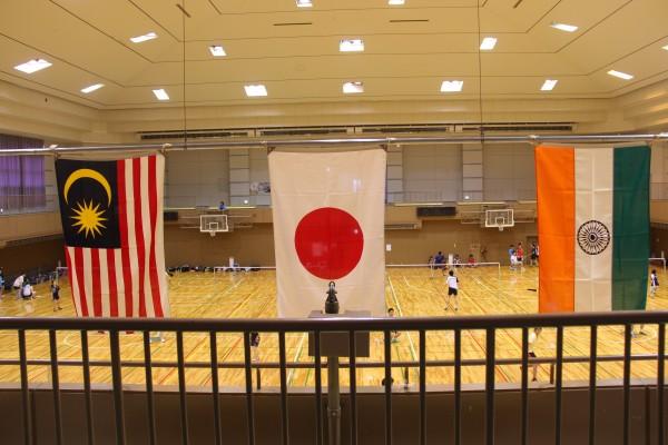 日本、インド、マレーシアの若者がバドミントンで交流