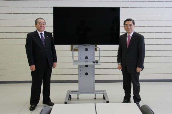 寄贈された大型液晶テレビ