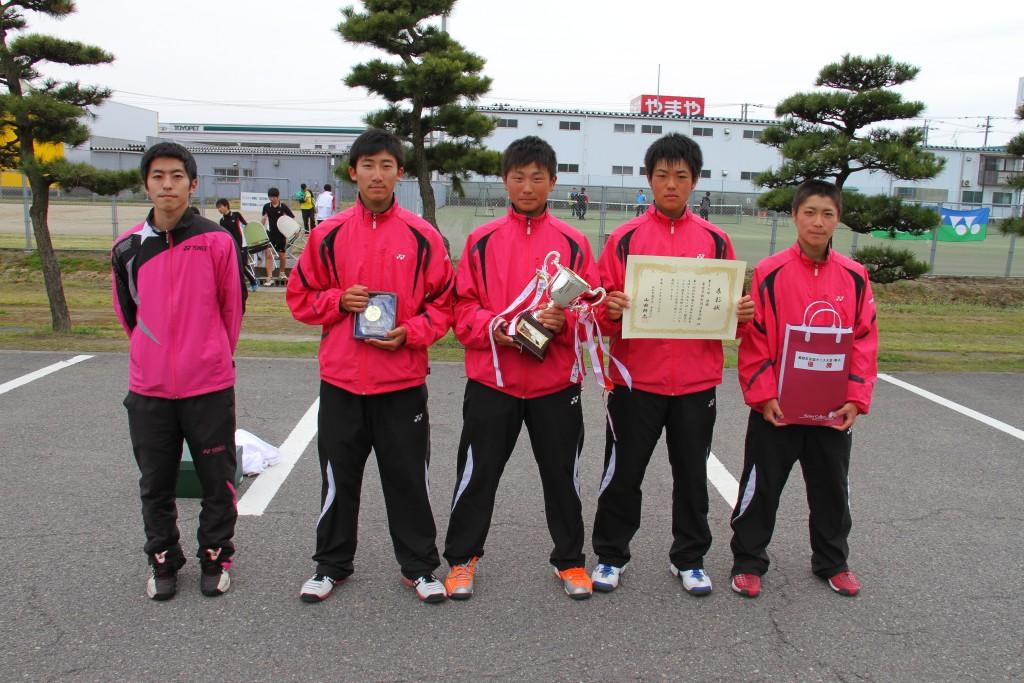 男子の部で優勝した東京学館新潟高校のみなさん