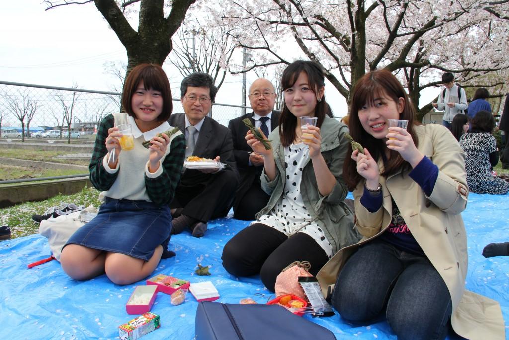 山田学長代行、笹団子の差し入れありがとうございます!