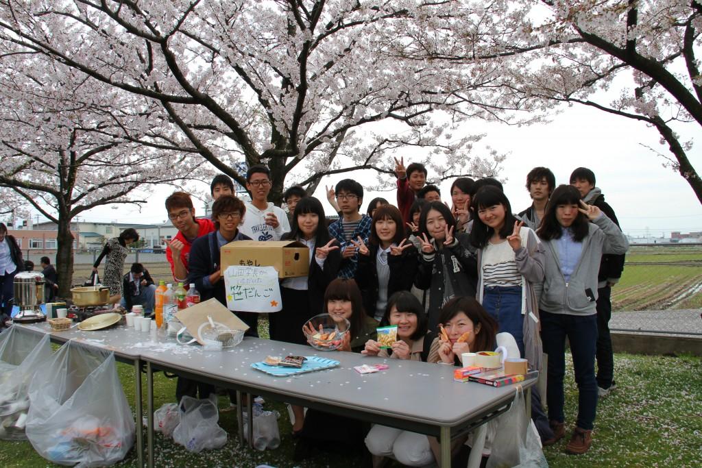 お花見ランチを企画・運営してくれた、共生ボランティアネットの学生たち