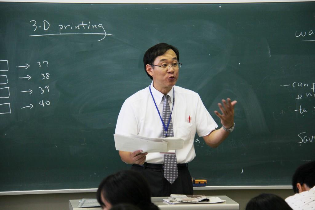 2級講座を担当した、中村義実教授