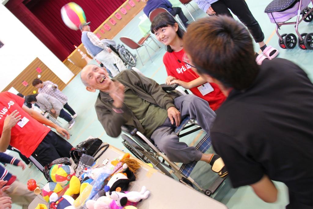 学生たちが準備したゲームを一緒に楽しみました