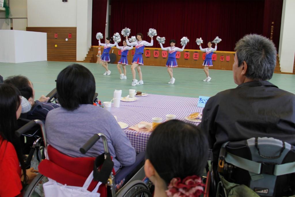 チアリーダー部によるダンス