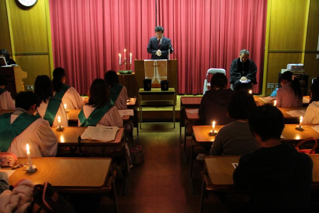 山田耕太学長による祈祷