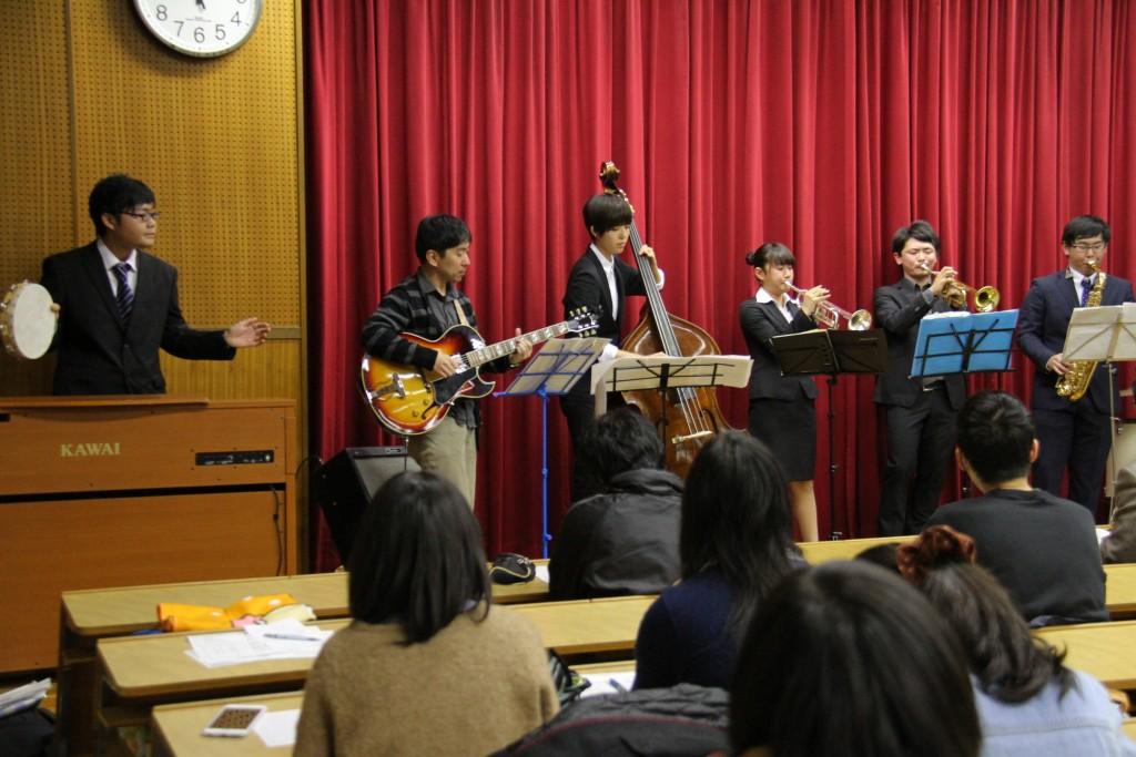 音楽の楽しさが、会場の学生たちに伝わっていきました
