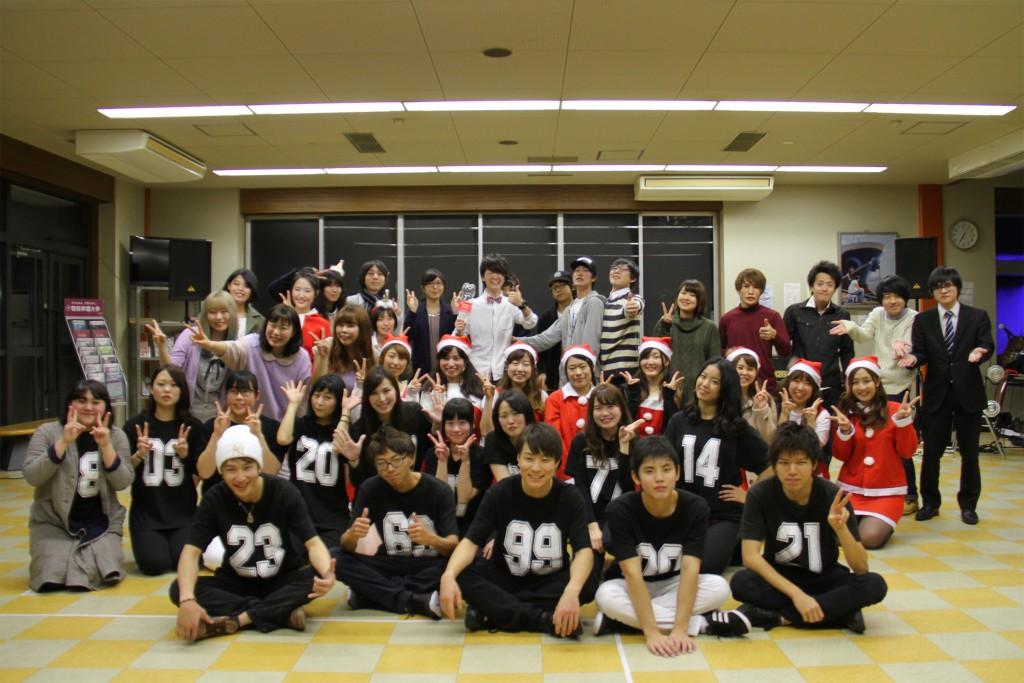 フリスマス会参加のメンバーで集合写真