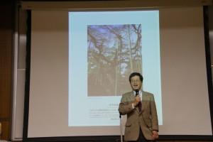 「フォト・コンテスト」で総評する山田学長