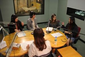 学生がラジオ番組のMCを担当