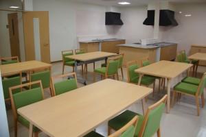 食堂を兼ねた共有スペース