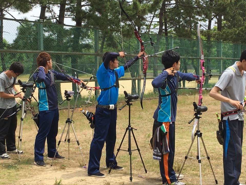 大会当日の様子(右から2番目が小田さん、4番目が中村さん)
