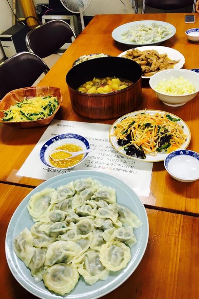 自炊メニューは手作り水餃子、肉じゃが、八宝菜など7品!