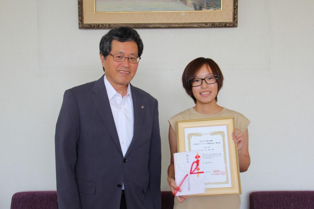 大和証券福祉財団「活動助成」採用を山田学長に報告
