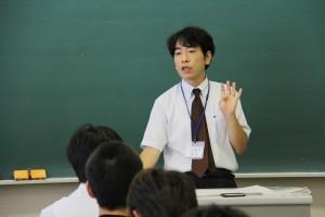 オープンキャンパスで法学を教える藤本先生