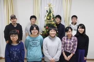 寮生たちからメリークリスマス!(右端が川崎さん)