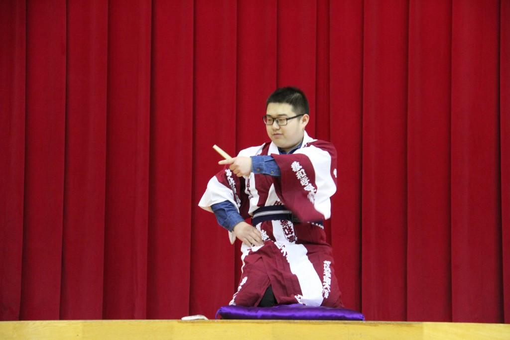 「日本語」の授業で学んだ小噺を披露しました