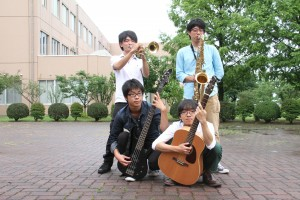 Jazz quietのメンバー(右上が肥田野くん)