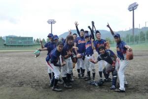 軟式野球部の仲間たちと(前列左端が小笹さん)