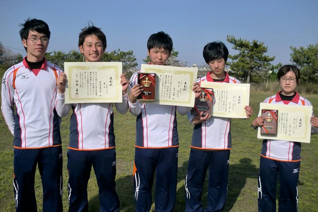 入賞したアーチェリー部の学生たち