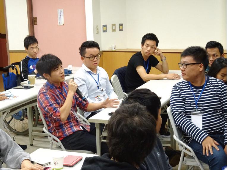 「 アジア・ユース・フォーラム」では、日本の文化を紹介すると共に、社会問題について議論しました。