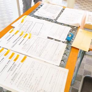 各党の政策や争点についての資料を配布しました