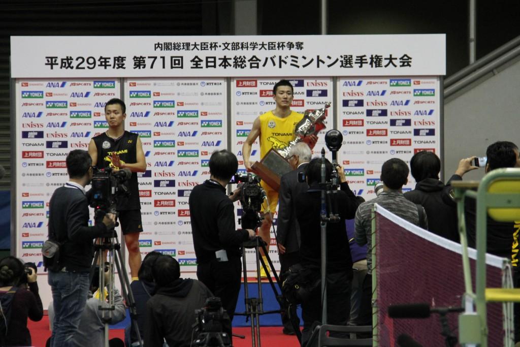 全日本総合バドミントン選手権大会男子シングルス優勝の武下利一選手(トナミ運輸、敬和学園大学卒)