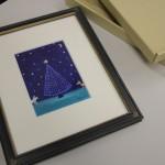 卒業生で絵本作家の菅野由貴子さんに敬和のクリスマスツリーを描いていただきました