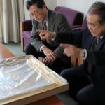 退職される職員より絵画を寄贈いただきました。日本一の大学を目指して
