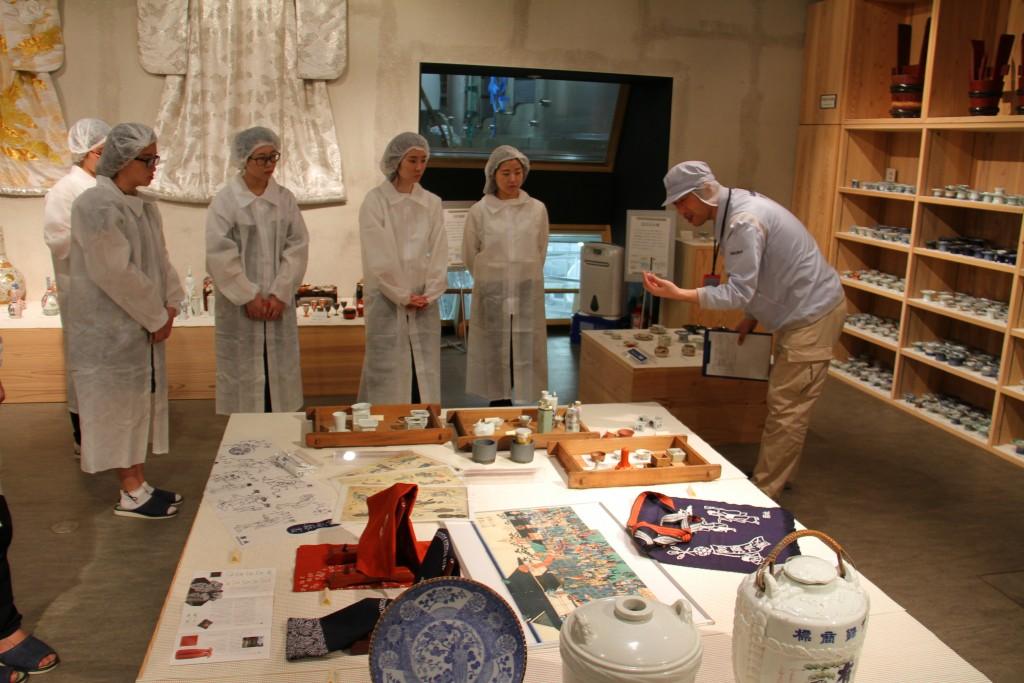 古い銚子やお猪口には、日本酒を楽しむ工夫が詰まっていました