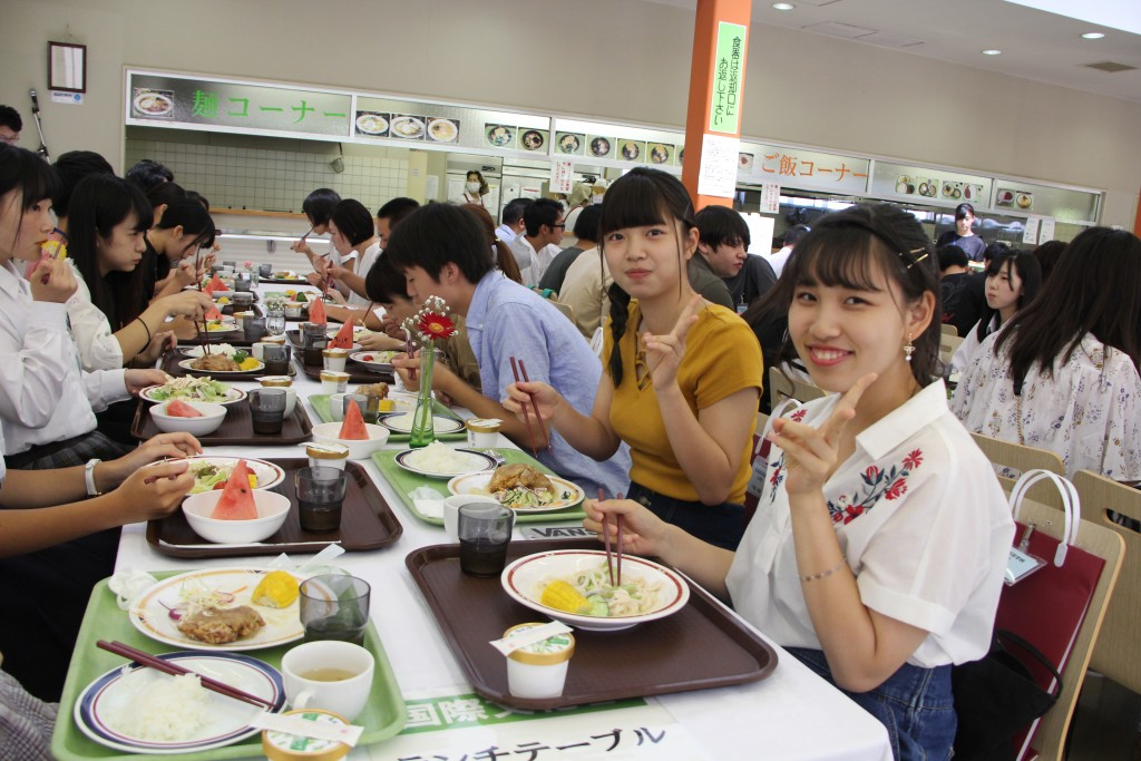 ランチメニューは、おろし竜田揚げ定食と鶏肉サラダうどん