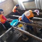 敬和学園大学の学生が、西日本豪雨災害の復興ボランティア活動に参加しました