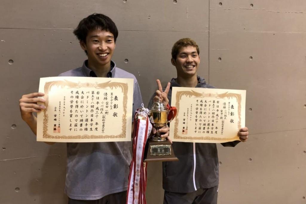 ダブルス優勝の小川(右)・柴田(左)ペア