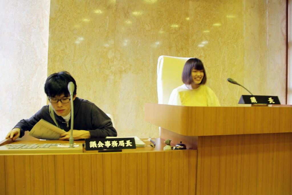 """""""夢""""の 議長席、事務局長席を体験!"""