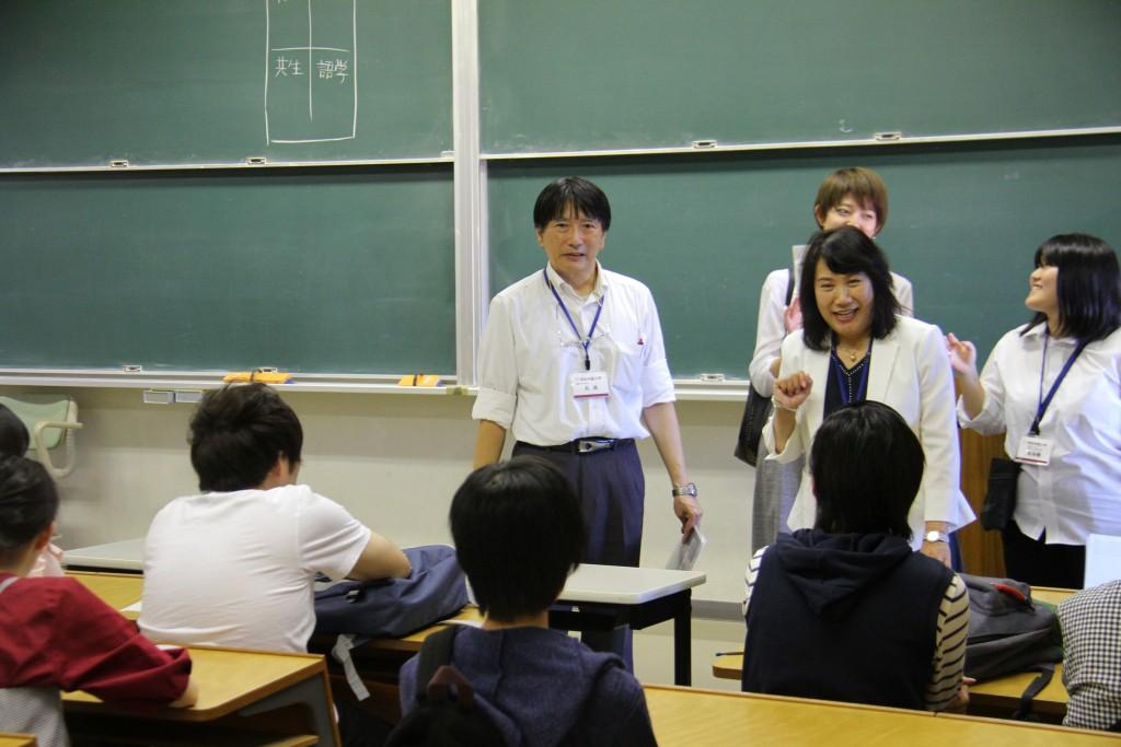 先生、先輩学生と一緒に、大学の学びを振り返りました