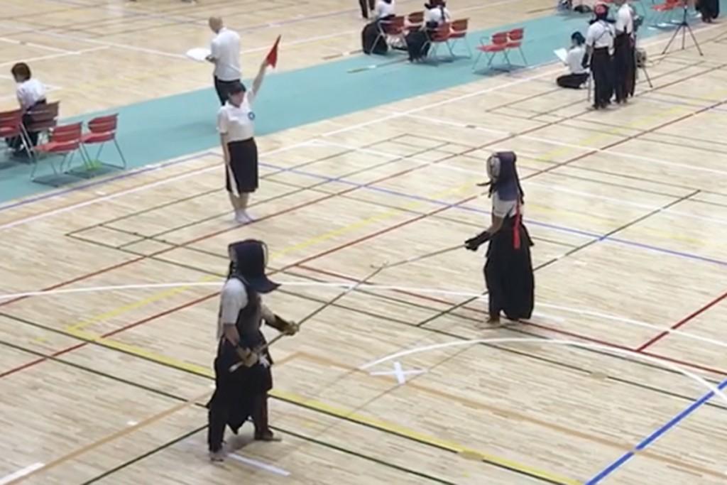 全日本学生なぎなた選手権大会(右が高栁さん)
