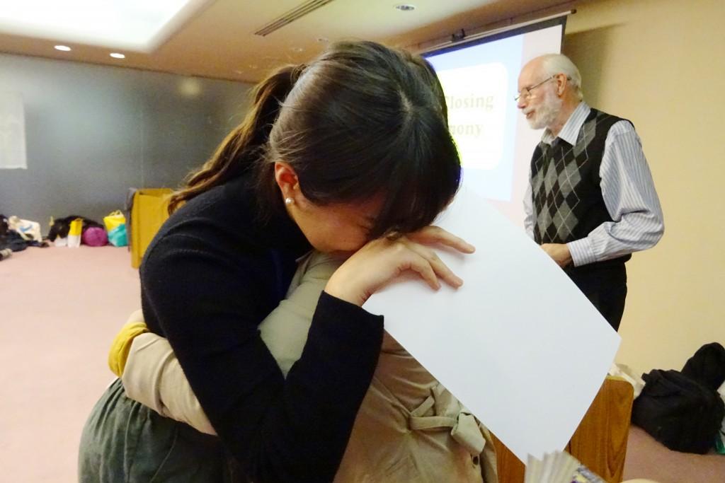 すべてのプログラムを終えた後、友達との別れを惜しんで号泣しました