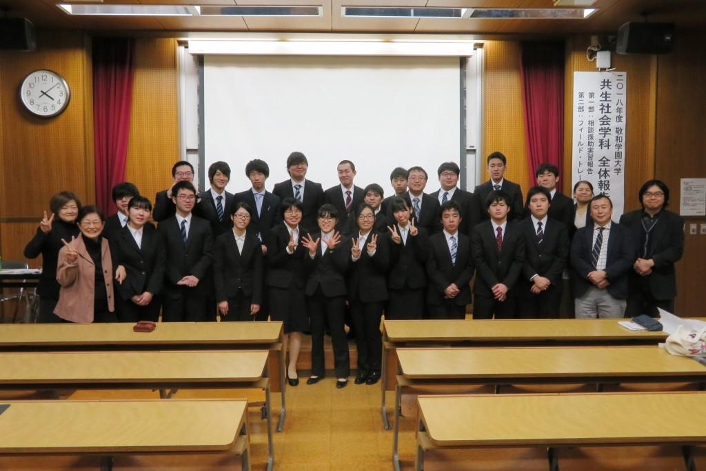 当日参加した学生・教職員での記念撮影、お疲れさまでした!