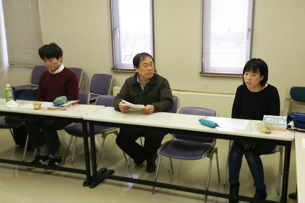 一つひとつの質問に丁寧に答える髙橋さん(写真右)