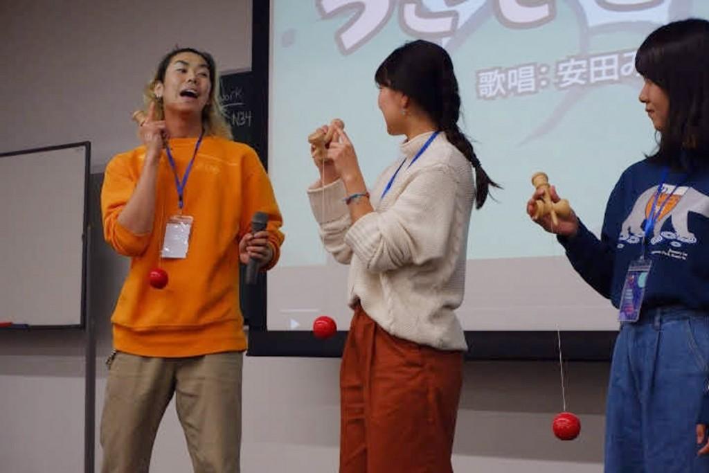日本の紹介では、得意のけん玉を披露しました