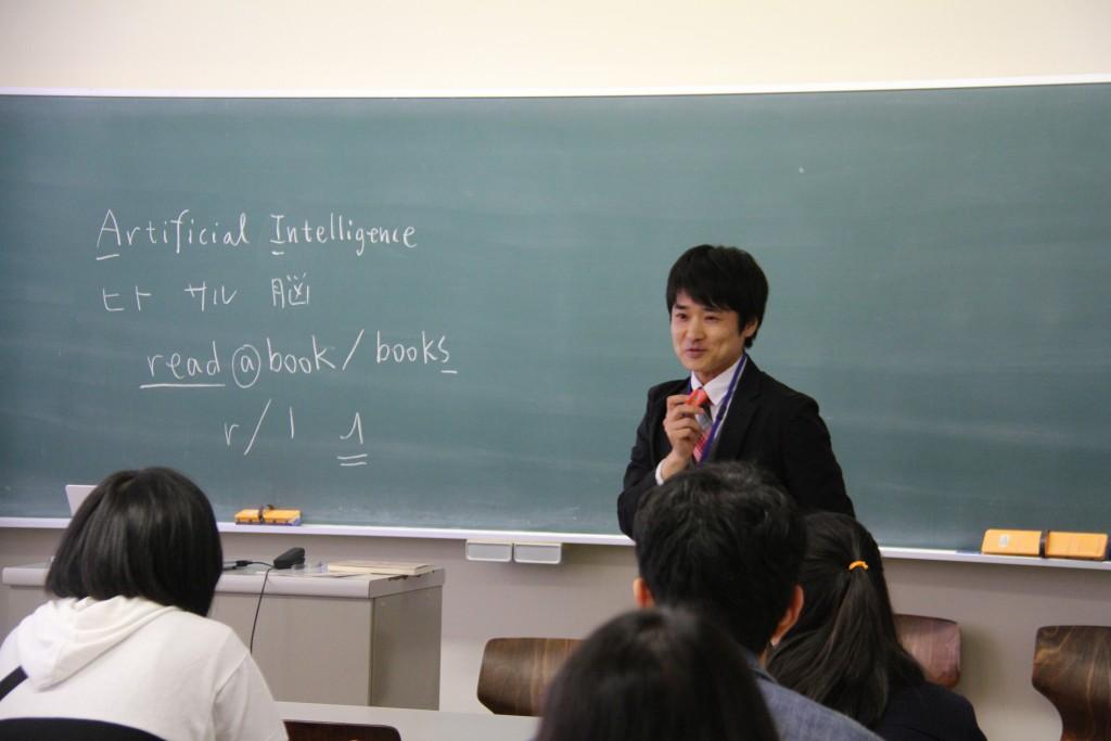 主濱祐二准教授「AIとサルから学ぶ英語学入門」