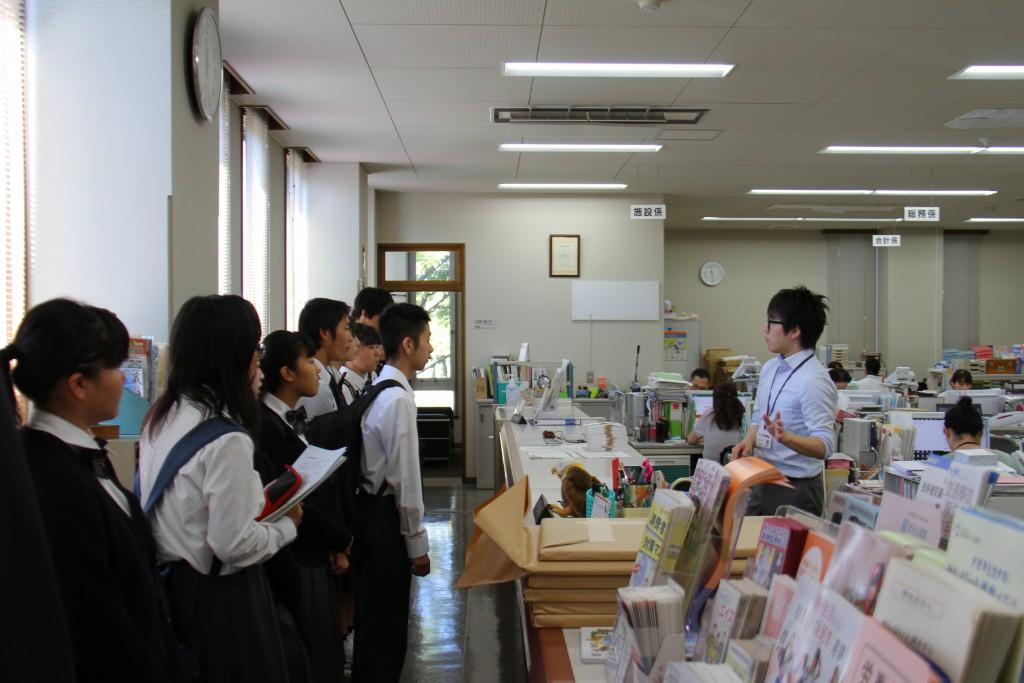 事務室は学生生活を送る上で欠かせない場所のひとつです