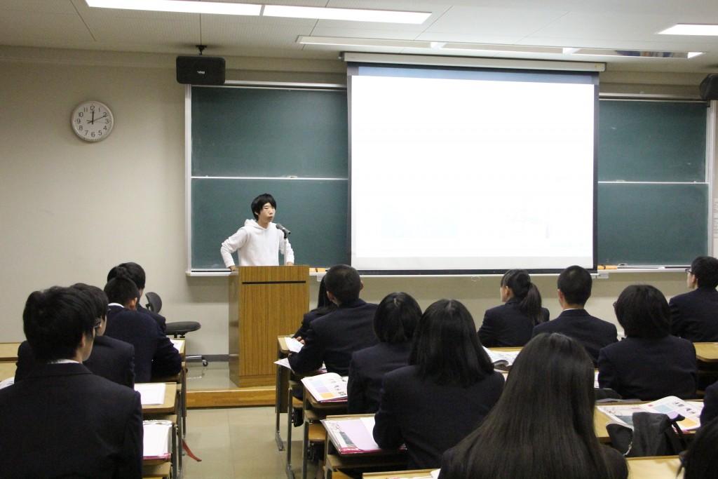 大学での学びについて話す谷井さん