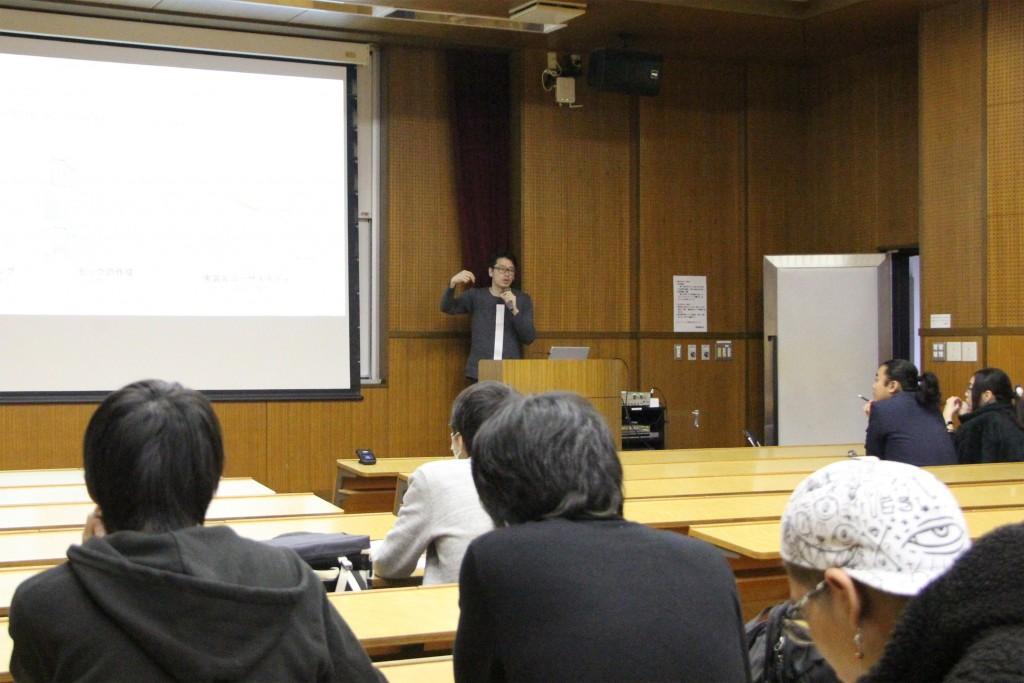 敬和学園大学にて講義を行う株式会社アーチの平澤直さん