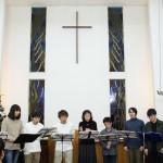 敬和学園大学の学生がキャロリングを行いました