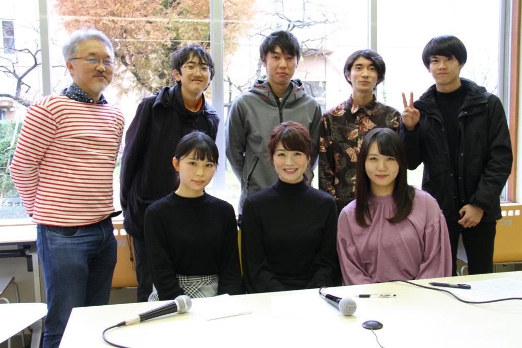 高井瑛子アナウンサーと番組スタッフ
