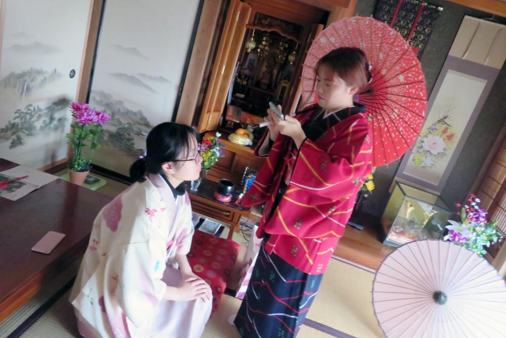着物にまつわる日本文化を学び、体験しました